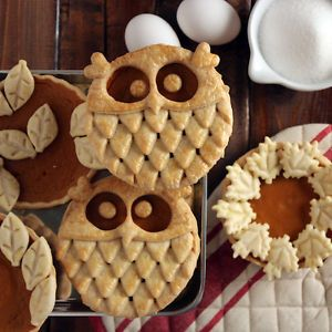 Sweet Exploration - This pie decorating idea by Sweet Exploration is a hoot! Unique and inventive, each mini pie is formed to appear like an adorable owl. Far easier than it looks, you'll need a small bowl and this petal shaped cookie-cutter to execute the creative design.