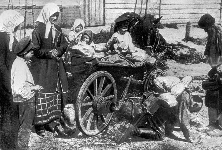 WWI, 1916; A Russian soldier returning home. Credit: Sputnik/AKG-Images