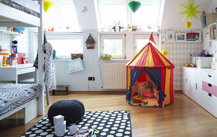 Et teppe gir en behagelig plass å leke på