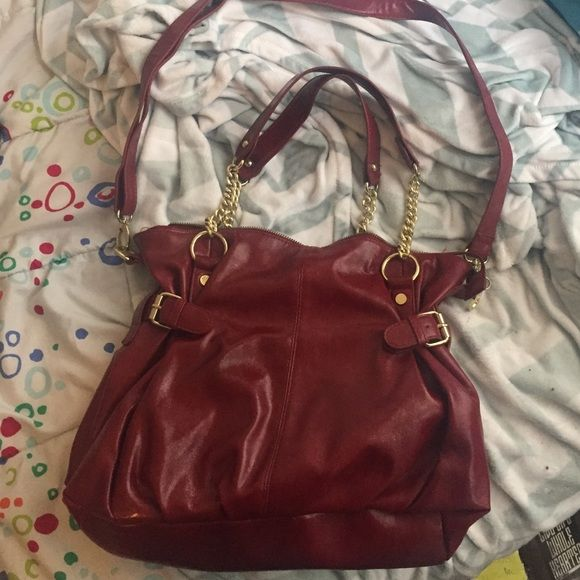 Steve Madden handbag Red Steve Madden handbag, optional to be a shoulder bag but can remove longer strap. Never used Steve Madden Bags