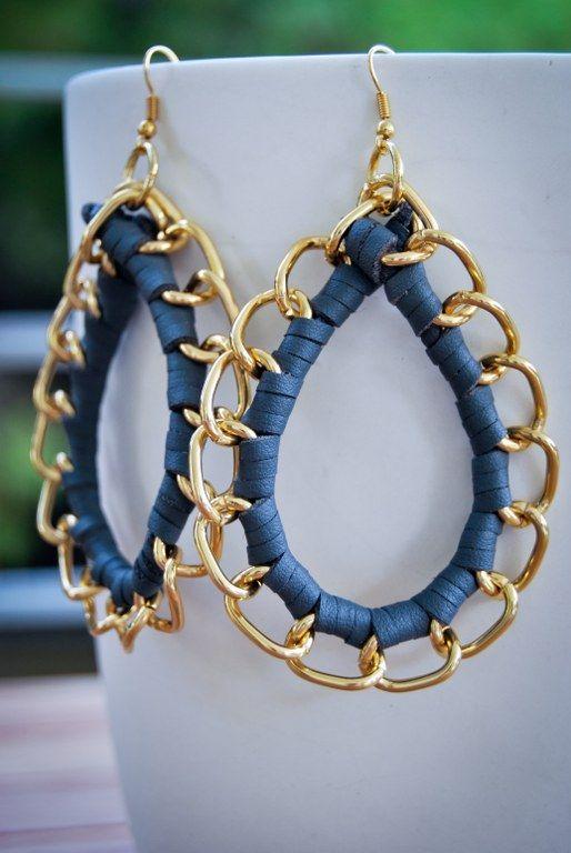 Handmade earrings in grey leather!