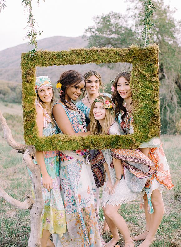 GOT TO HAVE THIS MOSS PICTURE FRAME! Creating fairy king and fairy queen headdresses & guests can pose behind frame