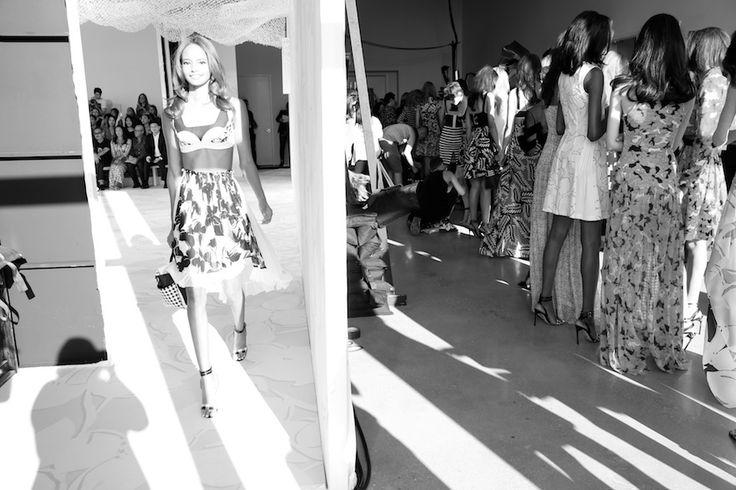 New York Fashion Week Côté podium: Malaika Firth, côté backstage: les mannequins attendent leur tour en backstage du défilé Diane von Furstenberg printemps-été 2015