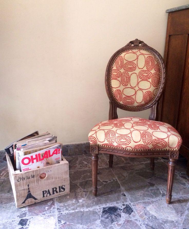 Cajon de madera recuperada y silla Luis XV