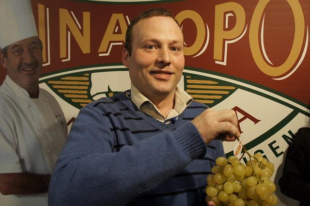 Carlos, el jefe de sala del restaurante Alfonso Mira    #grape #recetas #uva #vinalopo #denominacion de origen #spain #alicante