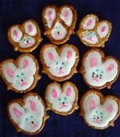 Easter Bunny pretzels! You can do yellow chicks too! Just pretzels, white chocolate or almond bark and food doodlers. So cute and easy!