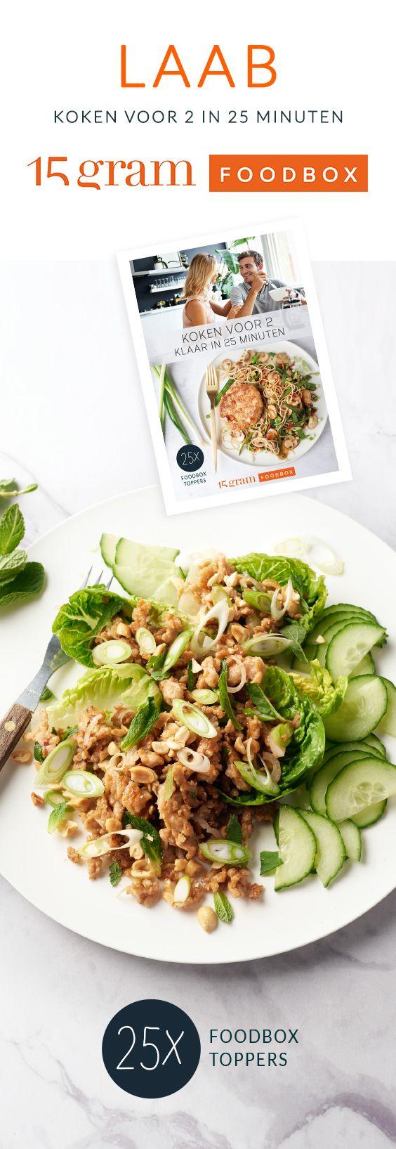 Laab of larb is een heerlijk gerecht uit Laos & Thailand. Het is een salade met knapperig gebakken kippengehakt, veel groentjes, kruiden & een frisse dressing.