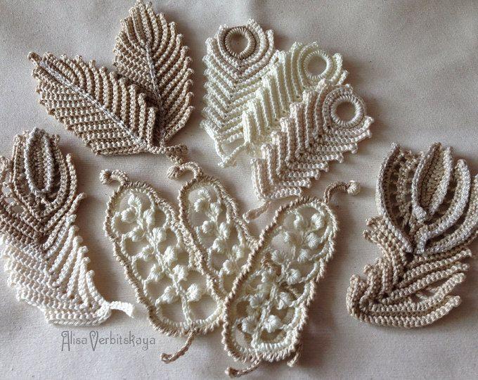 Collana associato materialov naturale. Dlinu può essere regolata. Fare un paio di noduli sul cambiamento con coulisse e lunghezza. filato di seta e cotone. Sacchetto di filati di cotone è collegato diverse sfumature. Tecnica di merletto alluncinetto irlandese. Larredamento della foto borse utilizzate stampa su tela può essere lavato e stirato. Fiori decorativi, foglie e germogli delle Rose. Custodia per sacchi cuciti di tessuto denso. Ripetizione esatta non è possibile, il lavoro esposto…