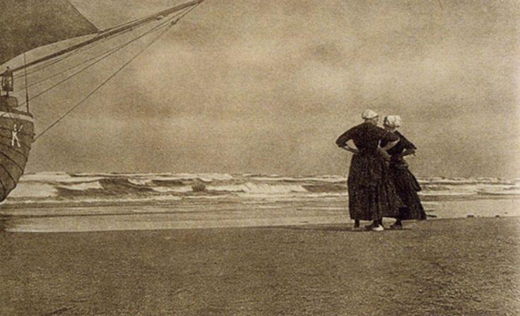 Alfred Stieglitz • Gossip–Katwyk 1894
