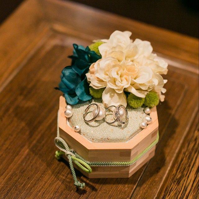 """神前式で指輪の交換をしたので、リングピローも和風に。末広がりの""""8""""角形の升を使って手作り♥ #weddingitem #ringpirrow #リングピロー #和風リングピロー #升 #和婚 #weddingDIY"""