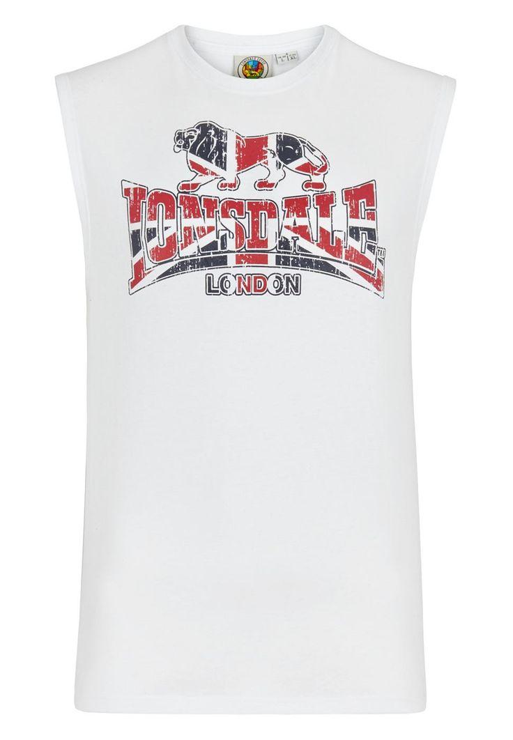 Das sportliche Muskelshirt von Lonsdale sieht mit dem stylischen Aufdruck in Union-Jack-Optik nicht nur gut aus, sondern bietet darüber hinaus einen sehr angenehmen Tragekomfort.  Material: 60% Baumwolle, 40% Polyester...