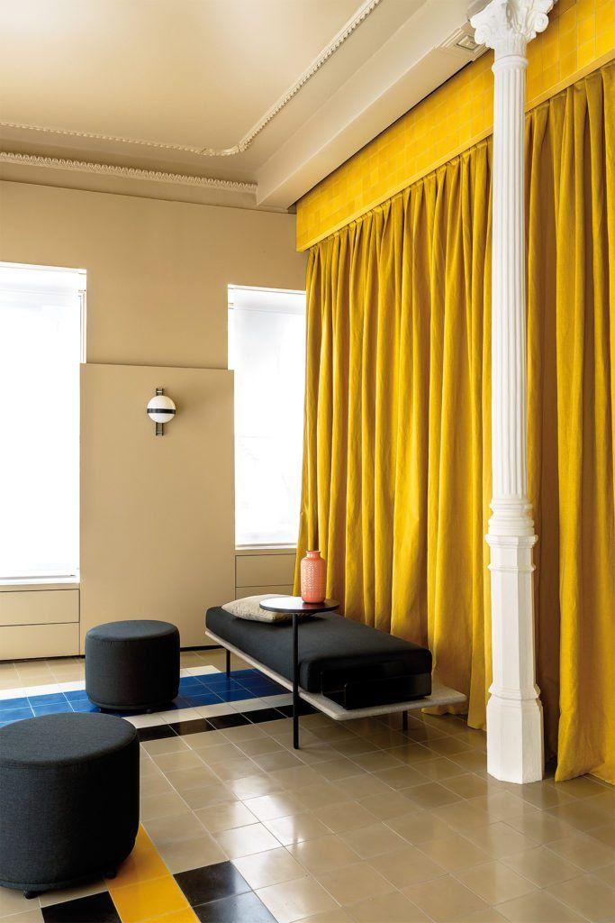 Best 25 red interior design ideas on pinterest red interiors interior design lounge and art - Deco lounge grijs en beige ...