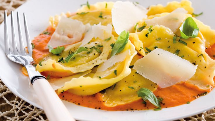 Ravioli with roasted sweet pepper sauce - summer pepper recipes