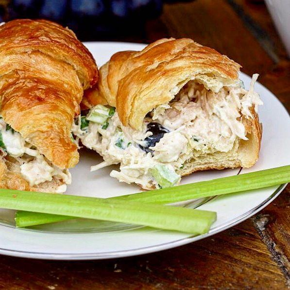 The weather has been perfect for a picnic and these ten minute chicken salad croissants are the perfect picnic food 🙌 Seriously guys, just ten minutes and a few ingredients for this delicious lunch. (Direct link in @sweetsomethingsblog bio) Whip up a batch and eat outside today, you won't regret it! ☀️ #sweetsomethingsblog #picniclunch #hellosunshine #april #favoriterecipes #quickandeasy #lunch #instafood #instagood #foodbloggersofinstagram #foodie #foodiegram #linkinbio