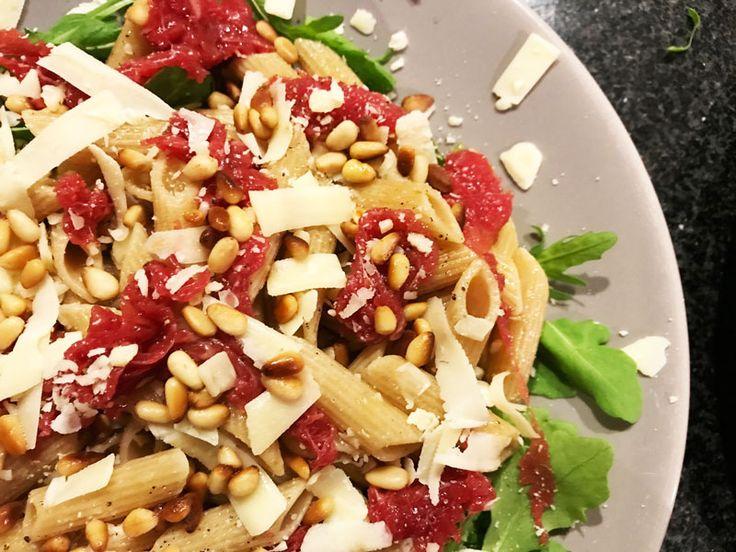 Een recept voor een lekkere carpaccio-pastasalade. Goed vullend, niet te zwaar en snel klaar. Prima maaltijdsalade, ook goed als je daarna nog gaat sporten.