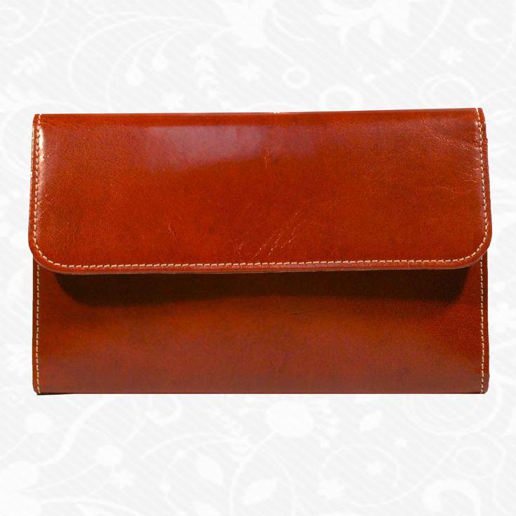 Dámska kožená peňaženka vyrobená z prírodnej kože. Kvalitné spracovanie a talianska koža. Ideálna veľkosť do vrecka a značková kvalita pre náročných. Overená kvalita pravej kože. Peňaženka sa vyznačuje vysokou kvalitou použitých materiálov a ich precíznym spracovaním.  http://www.kozeny.sk/produkt/kozena-penazenka-c-8465