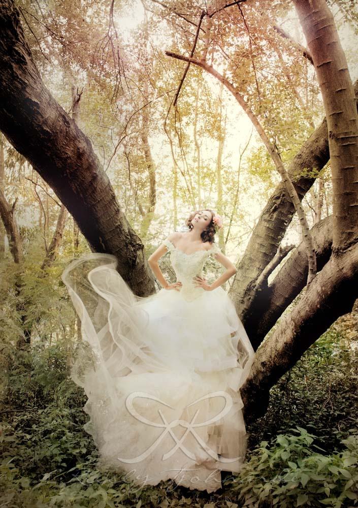 Le Songe d'Amour d'été Wedding gown by Rusly Tjohnardi Atelier | Accessories by Heliopolis | Photo by Marsio Juwono #wedding #weddinggown #bridal #couture #hautecouture