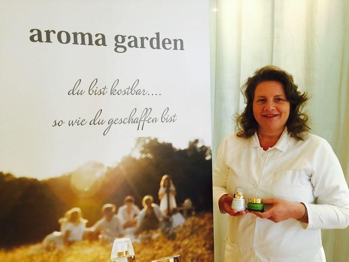 """ein sehr freundliches Team hat sich in aroma garden verliebt: """"Ihre Kosmetik macht süchtig"""" Kosmetikinstitut Wolf Berlin Spandau Brüderstr. 12 http://ift.tt/20aYqIW"""