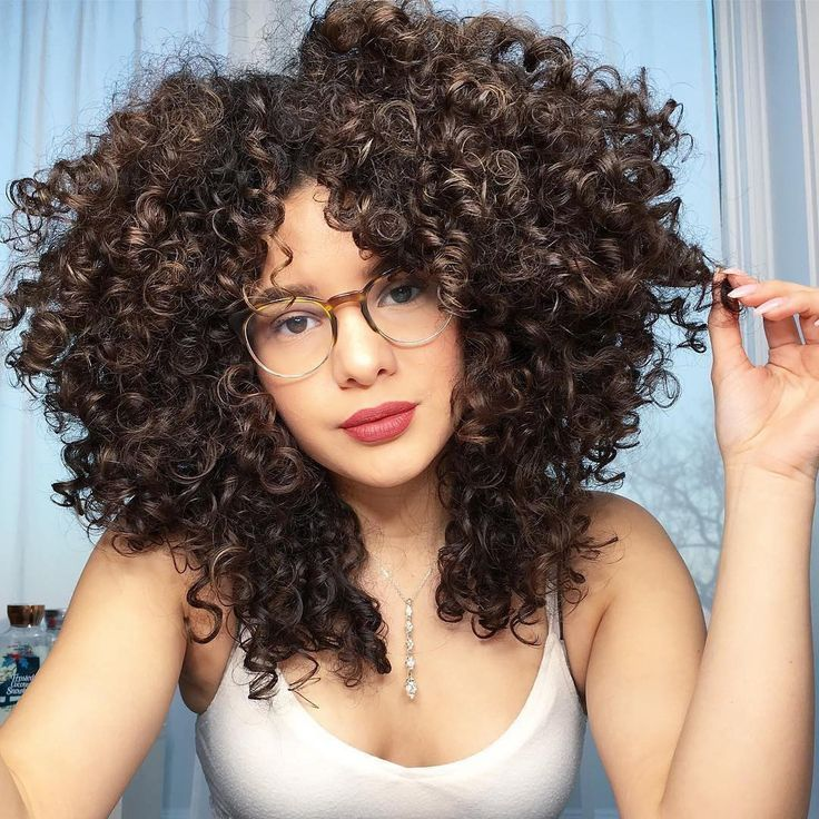 """""""#CurlyHairTip: Don't touch your hair at all while it's wet because you can cause extra frizz. I personally don't mind frizz but I really try not to bother my hair while it's wet because I already create more frizz when I pick my hair with a comb. ✨""""#Repost @lynnkatee"""