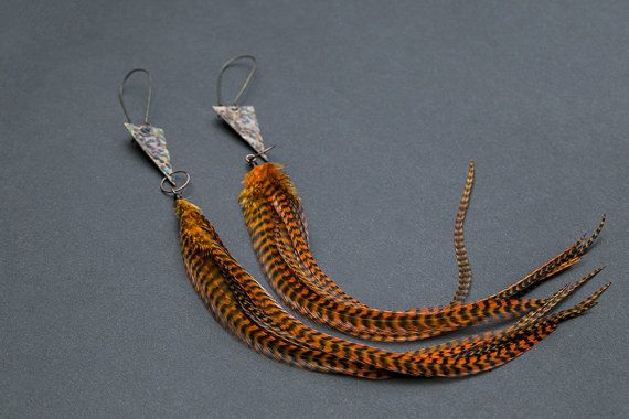 Hammered copper earrings with feathers by NatureFeatherJewelry