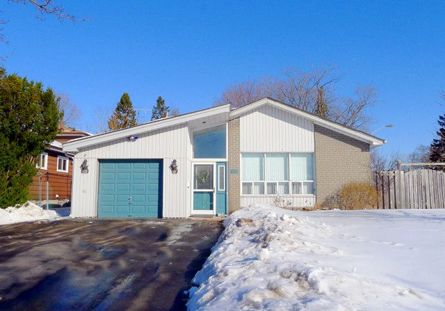 FABULOUS BAY RIDGES NEIGHBOURHOOD 4 Level Backsplit On Corner Lot With 3 + 1 Bedrooms & 2 Full Baths 2 Walkouts To 2 Decks All Levels Finished & Has In-Law Potential Walk To Go Station, Lakefront, Walking Trails, Park & Splash Pad