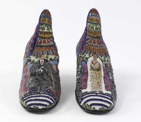 """* André Perugia (French, 1893?1977) pour Paul Poiret   """"Le Bal"""" chaussures portées par Denise Poiret,  en 1924   chaussures perlées"""