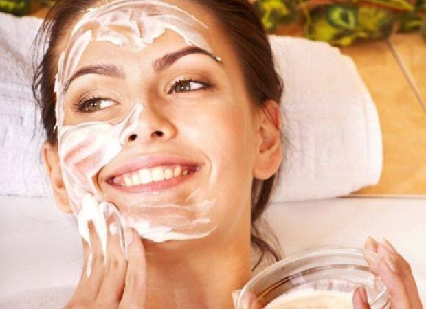Esfoliante de joelhos, pré-xampu, máscara facial e menu anticelulite: 4 receitas de beleza para fazer em casa | Chic - Gloria Kalil: Moda, Beleza, Cultura e Comportamento