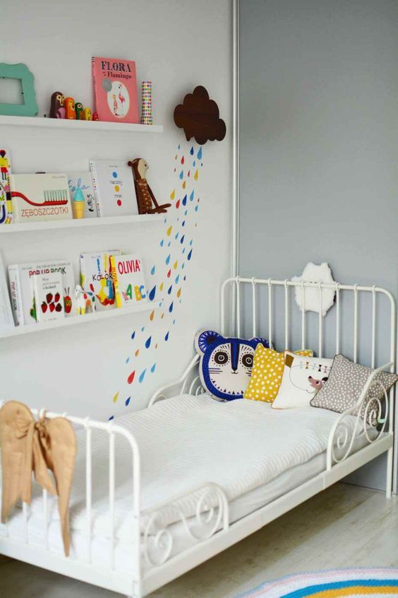 Lila's room, little girls heaven, love the rain drops on the wall, we have similar patterns in Tutete.com:
