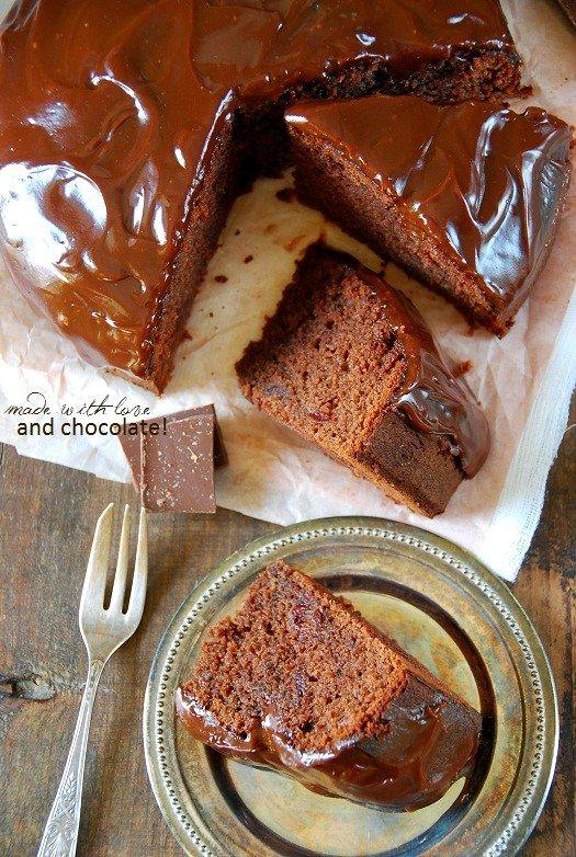 murzynek z konfiturą wiśniową i polewą czekoladową