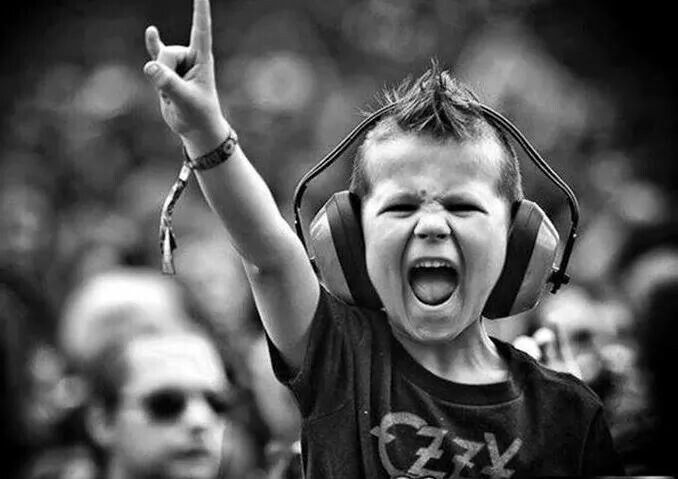 Kid likes some Ozzy! #metal #kid #boy #horns #high #ozzy #osbourne #concert #mohawk