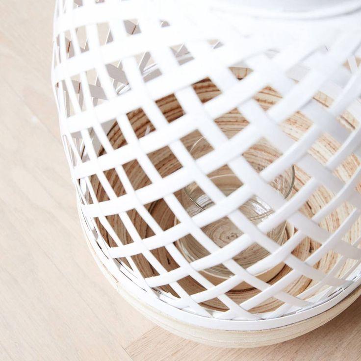 HOUSE DOCTOR LANTAARN BREEZE WIT  Mooi windlicht van House Doctor in stoer bamboe met witte bovenzijde. Geeft uniek licht op de muren! Deze lantaarn mag eigenlijk niet ontbreken in je interieur! https://www.bricliving.nl/house-doctor-lantaarn-breeze-wit.html