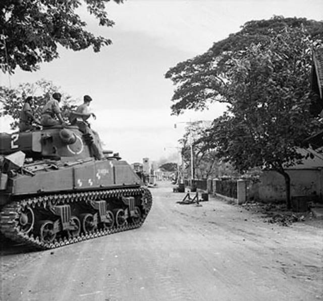 Tank Inggris memasuki kota (Peristiwa 10 November 1945 Surabaya)