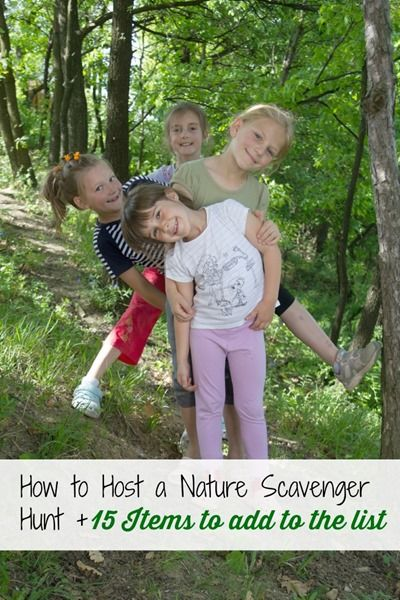 A scavenger hunt should be on every kid's summer bucket list for the summer. Children of all ages like doing scavenger hunts. || CLICK HERE to learn How to Host a Nature Scavenger Hunt
