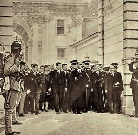 Atatürk'ün Dolmabahçe Sarayı'na Cumhurbaşkanı olarak ilk gelişi. İstanbul, 1 Temmuz 1927