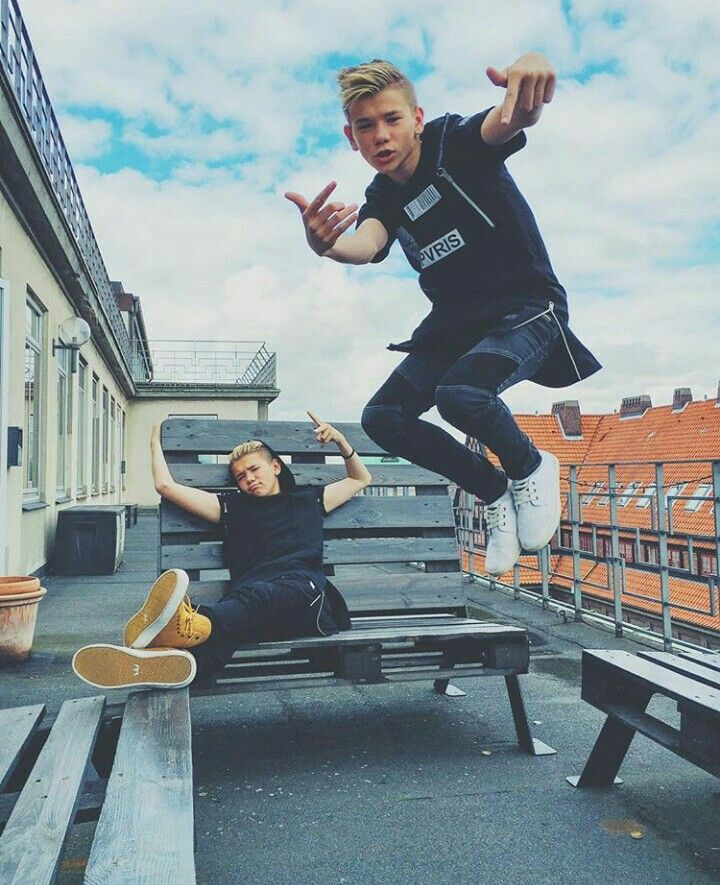 Let's jump with Tinus and lie with Mac