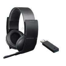 Los auriculares Sony Wireless Stereo Headset disponen de sonido envolvente 7.1 para poder escuchar al máximo detalle todo lo que pasa a tu alrededor en el juego. Estan diseñados pensando en la comodidad y pensados para poder jugar largas horas sin que produzcan molestias en la cabeza como ocurre con otros auriculares. Sin duda son el complemento perfecto para vivir al máximo realismo tu experiencia con la PlayStation.