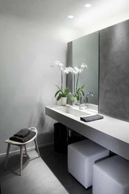 Modern Bathroom Design Minimal Interiors Square Recessed Lumilum Spot Lights And Cool White