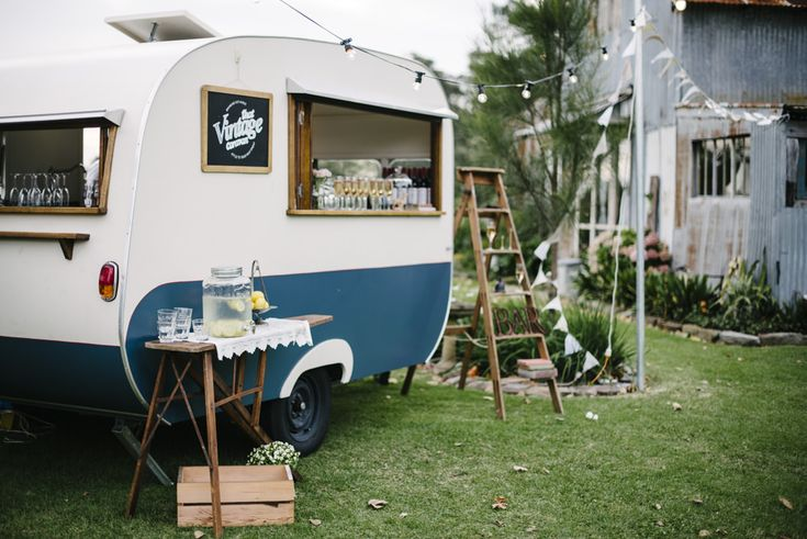 Vintage Caravan Drinks Bar | Rustic Wedding | Destination Wedding | Driftwood Shed Terara South West Australia | Relaxed, Bohemian Styling | Image by Damien Milan Photography | http://www.rockmywedding.co.uk/siina-glenn/