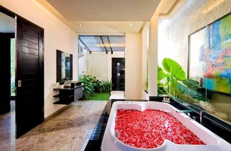 Jika kamar Anda seperti ini, dipastikan Anda akan berlama-lama berada di kamar mandi dan memanjakan tubuh Anda.