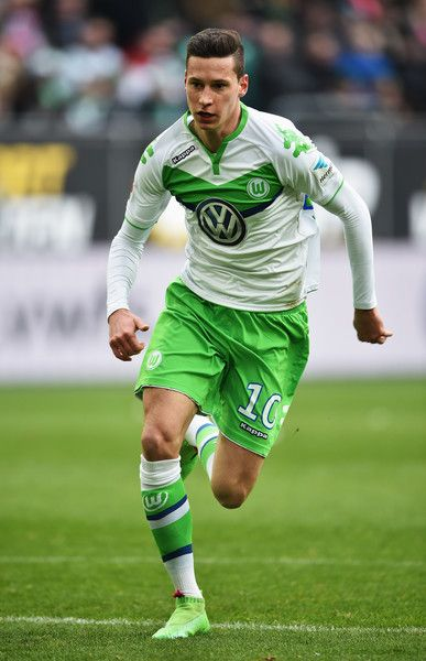 Julian Draxler of Wolfsburg in action during the Bundesliga match between VfL Wolfsburg and FC Bayern Muenchen at Volkswagen Arena on February 27, 2016 in Wolfsburg, Germany.
