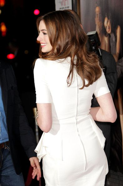 """Anne Hathaway - AFI FEST 2010 Presented By Audi - """"Love & Other Drugs"""" Opening Night Gala - Arrivals"""