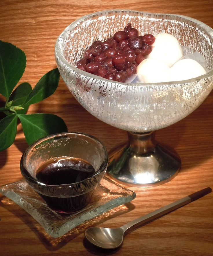 Anmitsu Japanese dessert served in footed glass dessert bowl with silver crackled pattern along with dark honey served in small glass dish. Dinnerware by Glass Studio