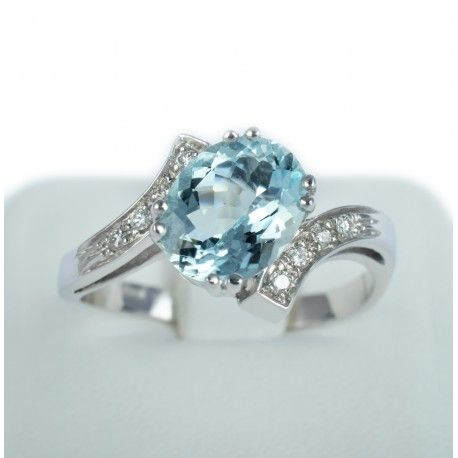 18Kt Ring with aquamarine and diamonds.  www.ladylovegioielli.it Made in Italy