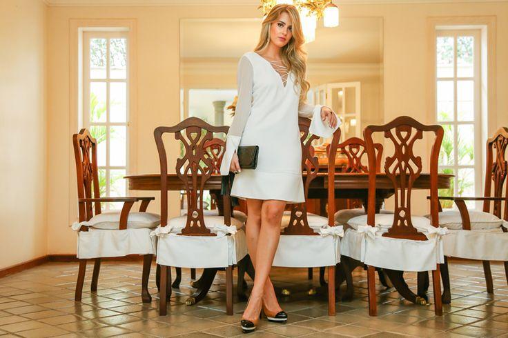 Marina Casemiro, look da vespera, ano novo, vestido de chiffon, detalhes nas costas, branco, sapato tricolor, clutch preta, analoren, ecommerce-4