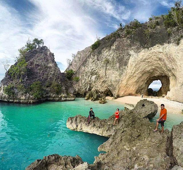 Buat plan memang untuk akhir pekan nanti, cuti kalo mau cuti.. supaya refresh apa2..  hmm, btw ada depe lubang juga e..! Pic : @kakabantrip Loc : Sundap Beach, Pokoton / Banggai Laut - Sulawesi Tengah #linepalu #sundapbeach #banggailaut #sulawesitengah