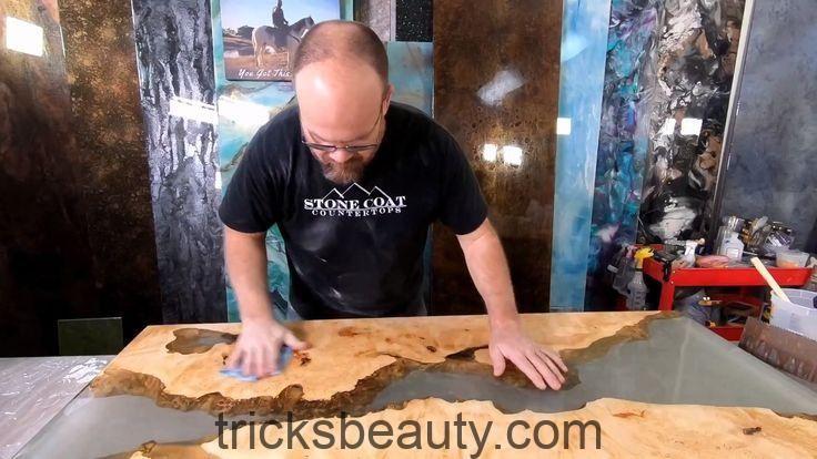 Erfahren Sie, wie Sie mit Epoxy und Wood arbeiten
