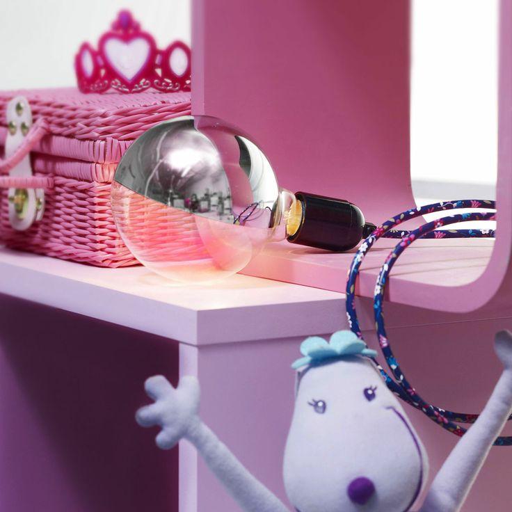 Suspension luminaire design avec grosse ampoule et fil décoré flowers