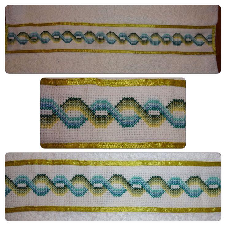 Punto Cruz: Toalla bordada en verdes y azules / Cross Stitch: Embroidered towel in green and blue