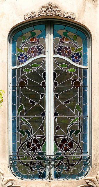 stain glass window, Casa Agustí Anglora, Barcelona, Spain [Architect: Isidre Reventós i Amiguet]