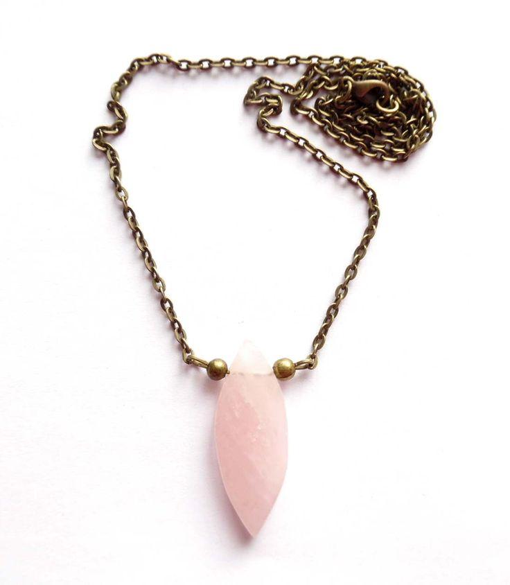 Halsband med rosenkvarts. Lady of the Lake Sweden webshop http://ladyofthelake.se #bohemiskasmycken #bohostil #bohemian #jewelry #handmade #svenskdesign